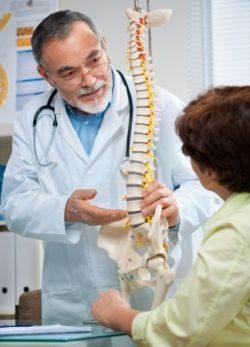 Atención quiropráctica para personas con dolor de espalda crónico